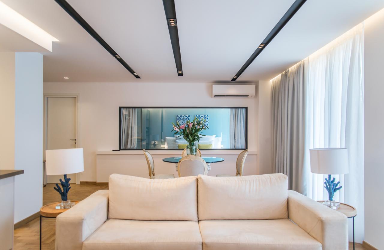 Pinacota Suite 302