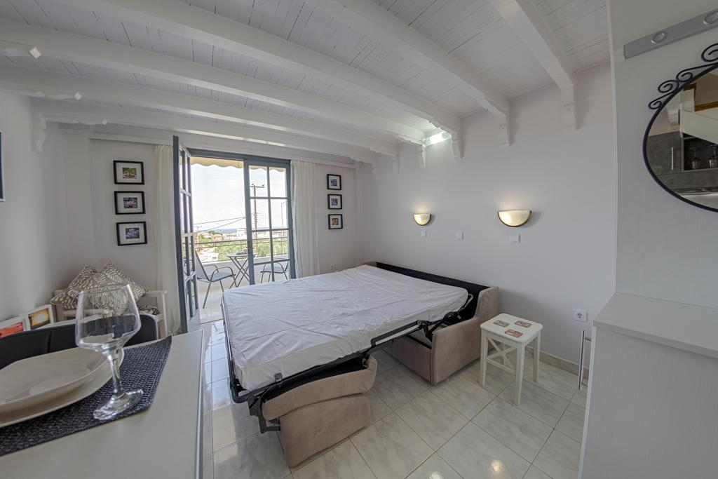 Apartment with Side Sea View